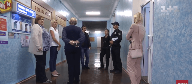 Школяр із Франківщини проломив вчительці голову, бо отримав погану оцінку за самостійну роботу (ВІДЕО)