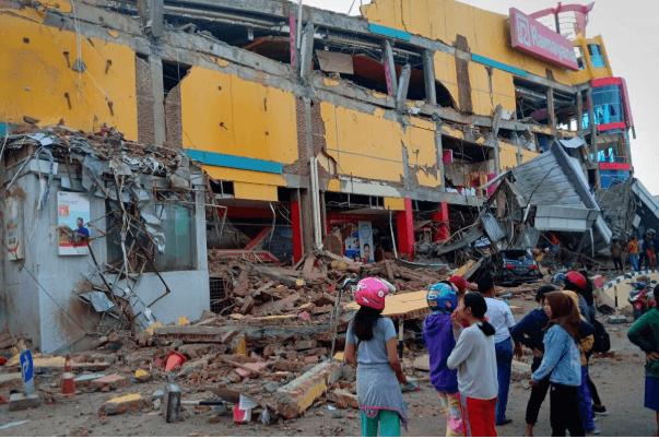 Землетрус і цунамі в Індонезії: майже 400 загиблих