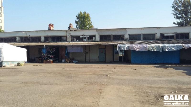 """На місці з'єднання двох бульварів починають зносити приміщення """"П'яного базару"""" (ФОТО)"""