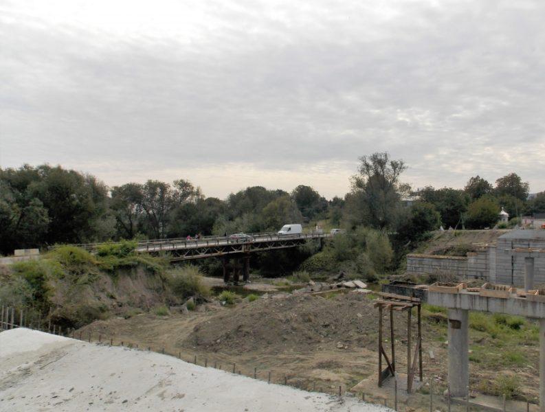 На Косівщині відновлюють міст, зруйнований повінню (ФОТОФАКТ)