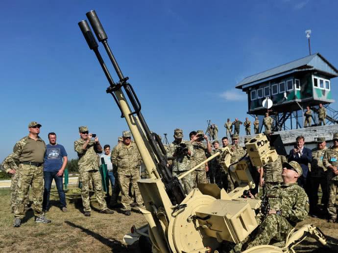Дистанційні зенітки і безпілотні гелікоптери: Україна випробувала військові новинки (ФОТО)