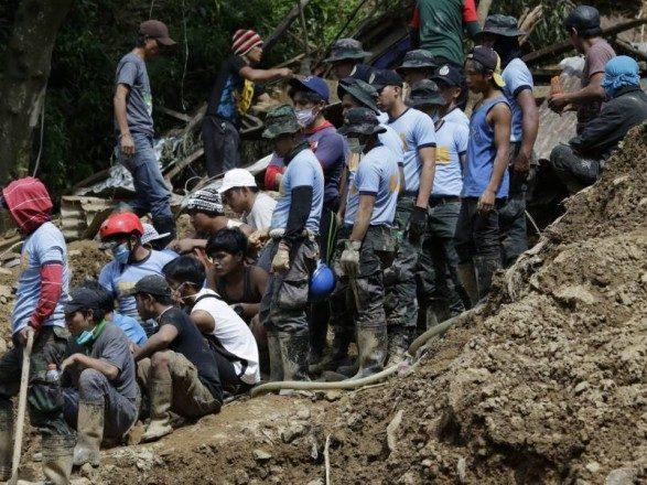 Через зсув ґрунту на Філіппінах загинули щонайменше вісім людей