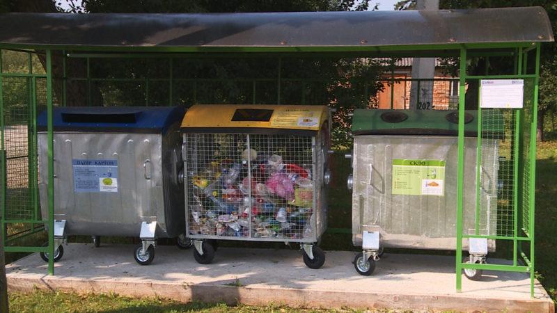 Франківців просять не блокувати автівками під'їзди до сміттєвих майданчиків (ФОТО)