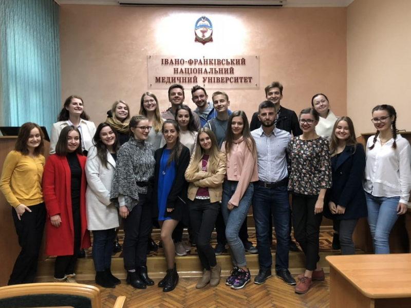 Студенти ІФНМУ вивчають англійську за переглядом серіалів на медичну тематику (ВІДЕО)