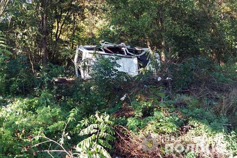 На Тисмениччині автівка перекинулась у кювет – водій загинув на місці (ФОТО)