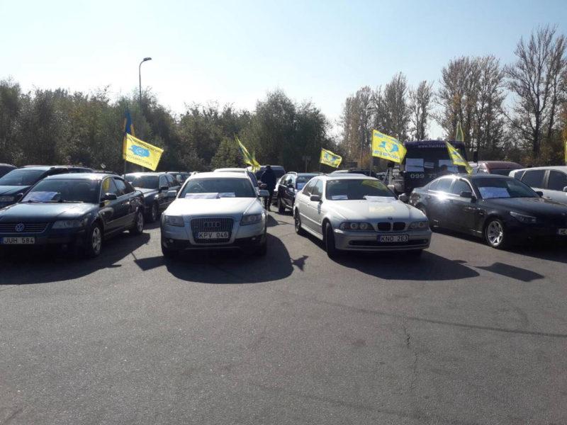 На Прикарпатті водії страйкують через високі ціни на пальне