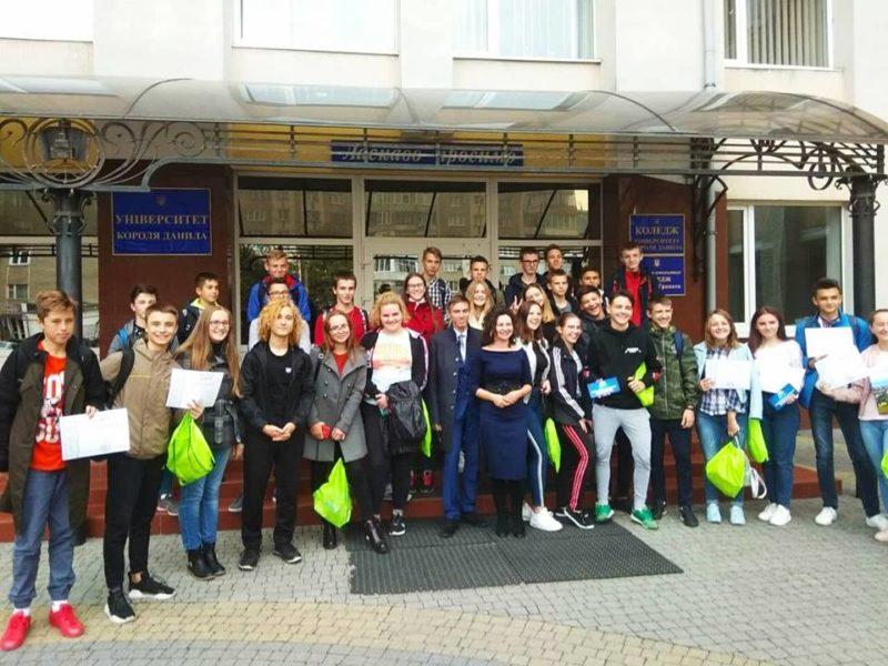 За пройдений квест про Івано-Франківськ школярі виграли безкоштовне навчання у виші (ФОТО)