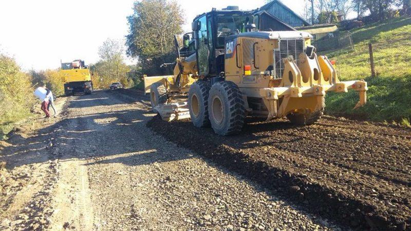 Триває ремонт скандального автошляху Яблунів-Делятин (ФОТО)