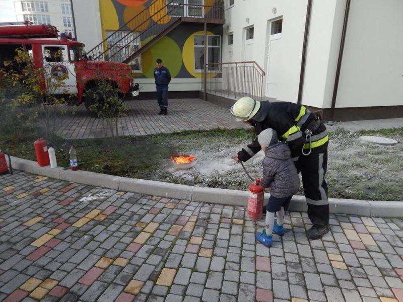 МАРСіани вчили франківських дошкільнят гасити пожежу (ФОТО)