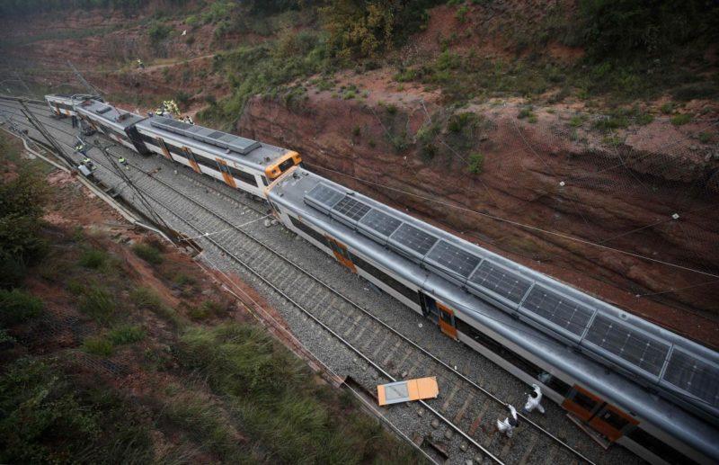 В Іспанії через зсув ґрунту з рейок зійшов потяг: одна людина загинула, ще 40 – травмувалися