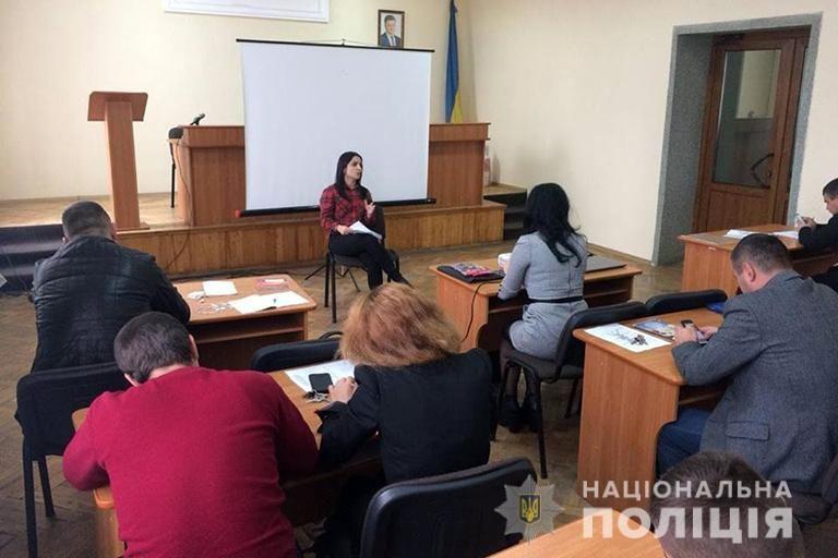 Прикарпатським поліціянтам розповіли про лідерство та принципи гендерної рівності (ФОТО)