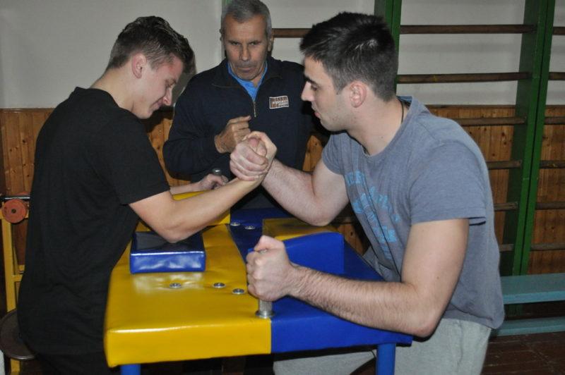 У Франківську відбулися змагання з армспорту серед студентів (ФОТО)