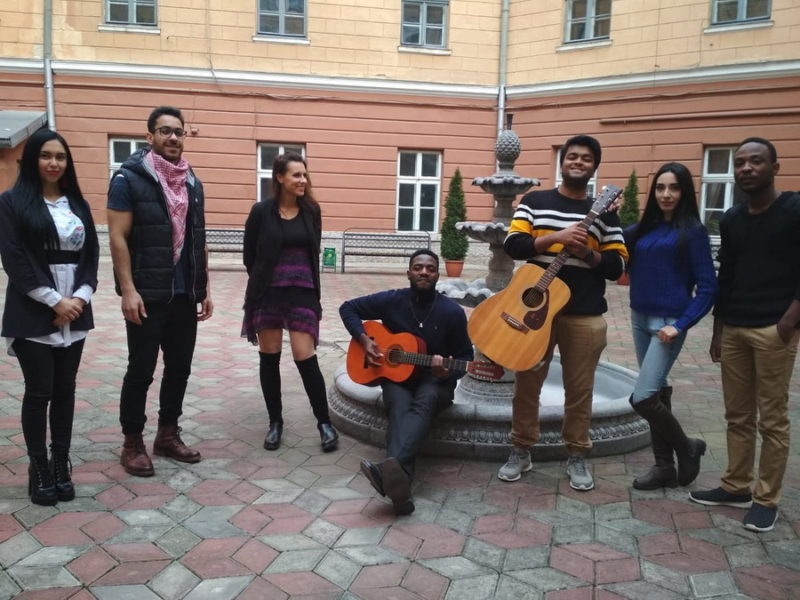 Франківські іноземні студенти-медики з нагоди Дня студента виконали легендарну «Hallelujah» (ВІДЕО)