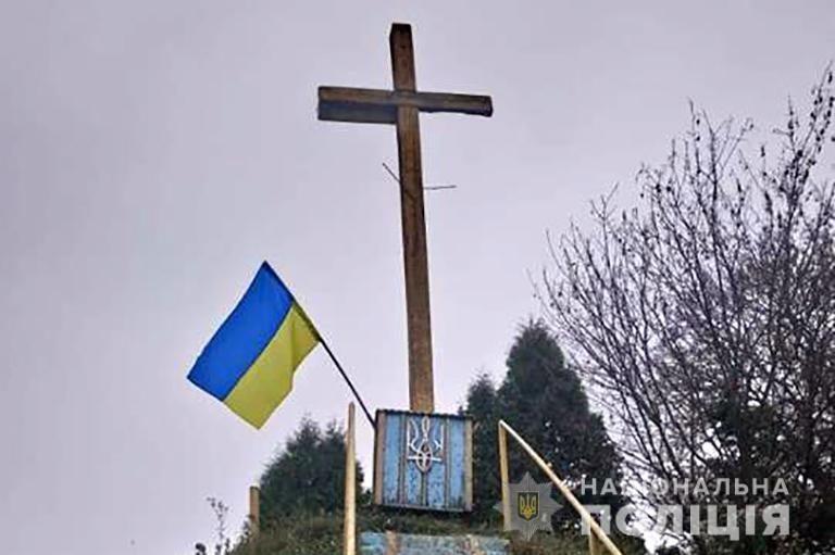 На Богородчанщині чоловік спалив прапор УПА (ФОТО)