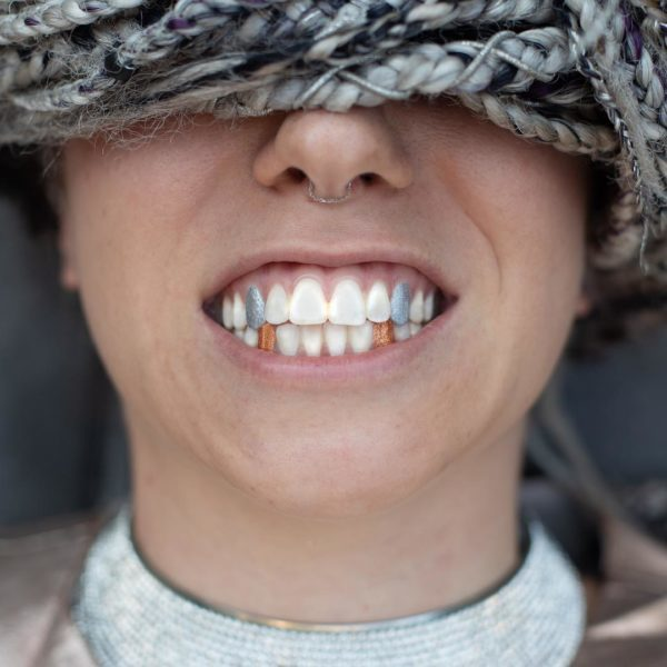 Американський бренд створив кольоровий лак для зубів (ФОТО)