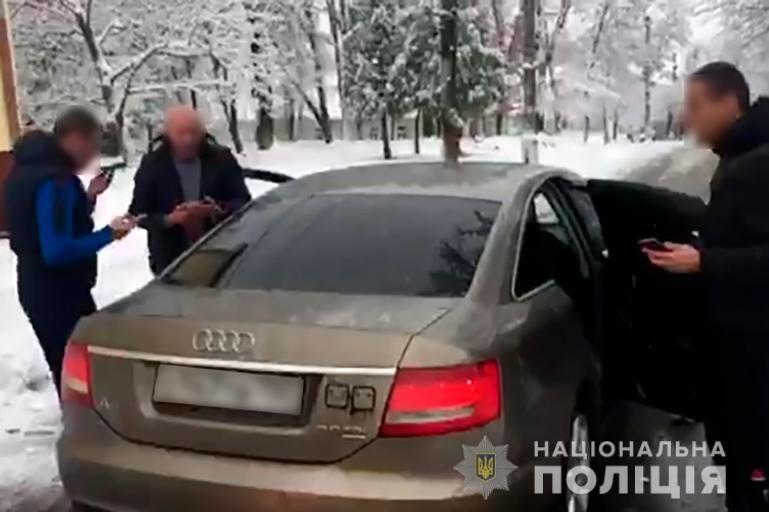 У Калуші троє з машини на російських номерах побили атовця