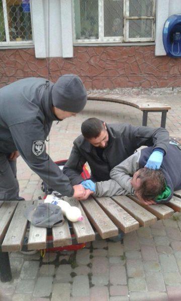У Франківську відзначили працівників муніципальної варти, які врятували чоловіку життя
