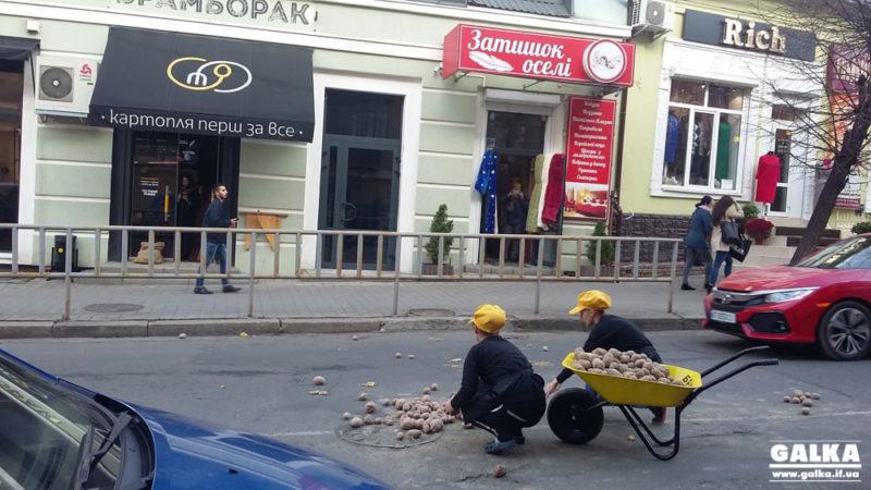 """На Бельведерській у центрі міста – """"картопляно""""- транспортна пригода (ФОТО)"""