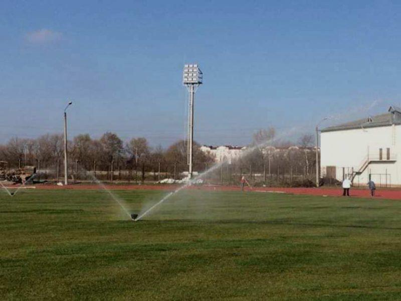 У Франківську завершують реконструкцію футбольного поля на базі ІФНТУНГу (ФОТО)