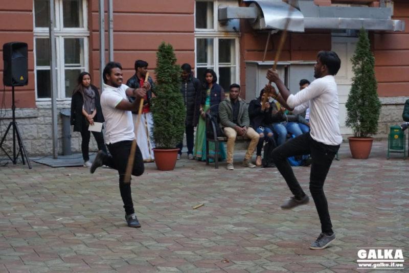 Свято перемоги добра над злом відзначили студенти з Індії в Івано-Франківську (ФОТО)