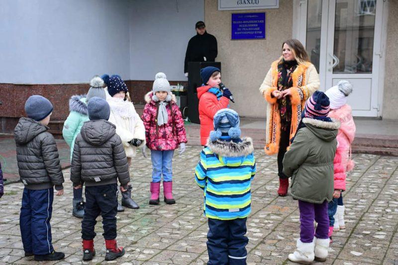 На нещодавно відремонтованій франківській вулиці відгуляли Свято родини (ФОТО)