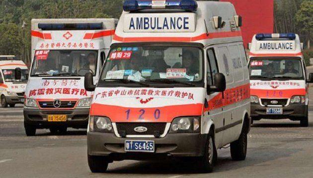 У Китаї автівка влетіла у натовп школярів: п'ятеро дітей загинули, ще 18 – отримали травми (ВІДЕО)