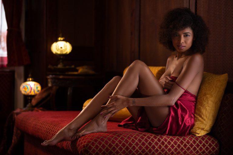 Розкішна телеведуча-поліглот оголилась для Playboy (ФОТО 18+)