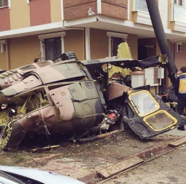 У житловому кварталі Стамбула впав військовий літак – четверо осіб загинули (ФОТО, ВІДЕО)