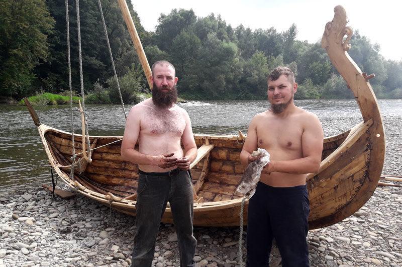В Івано-Франківську майстри зібрали копію середньовічного човна вікінгів (ВІДЕО)