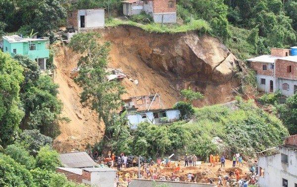 У Бразилії через зсув ґрунту загинули щонайменше 14 людей