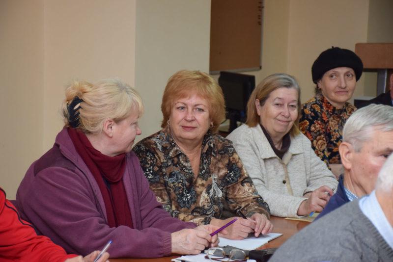 Як франківські пенсіонери комп'ютер опановують (ФОТО)