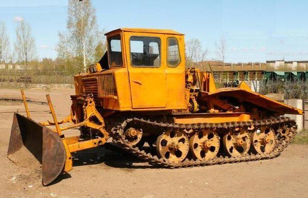 На Надвірнянщині люди визволяли водія з перекинутого трактора