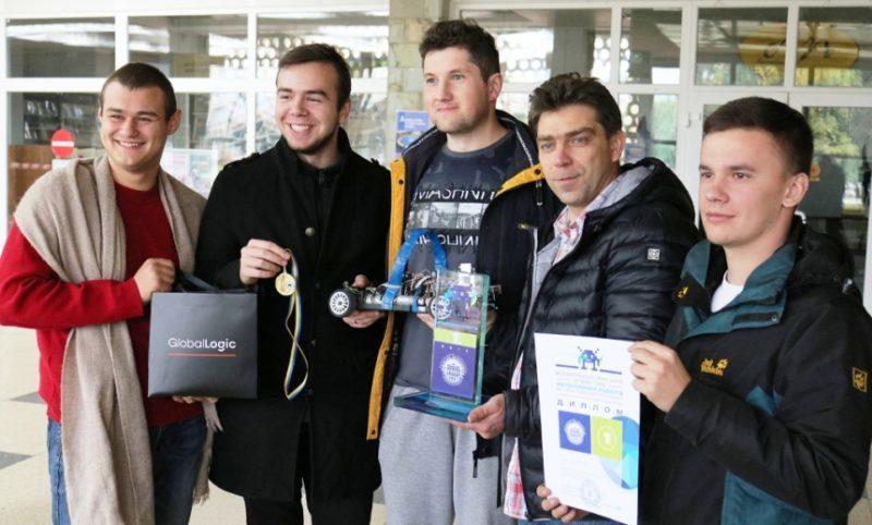 Команда Прикарпатського університету перемогла на змаганнях автономних роботів (ФОТО)
