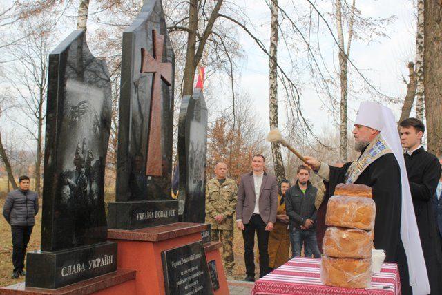 Пам'ятник героям Революції Гідності та захисникам України відкрили на Снятинщині (ФОТО)