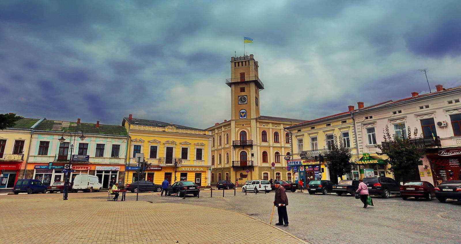 Відремонтовані лікарні, дороги, дитячі садочки: у Коломиї обговорили досягнення району за три роки