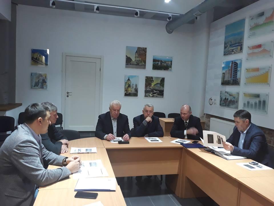 """Троє франківських мерів зібралися, аби долучитися до """"Літопису громад Прикарпаття"""" (ФОТО)"""