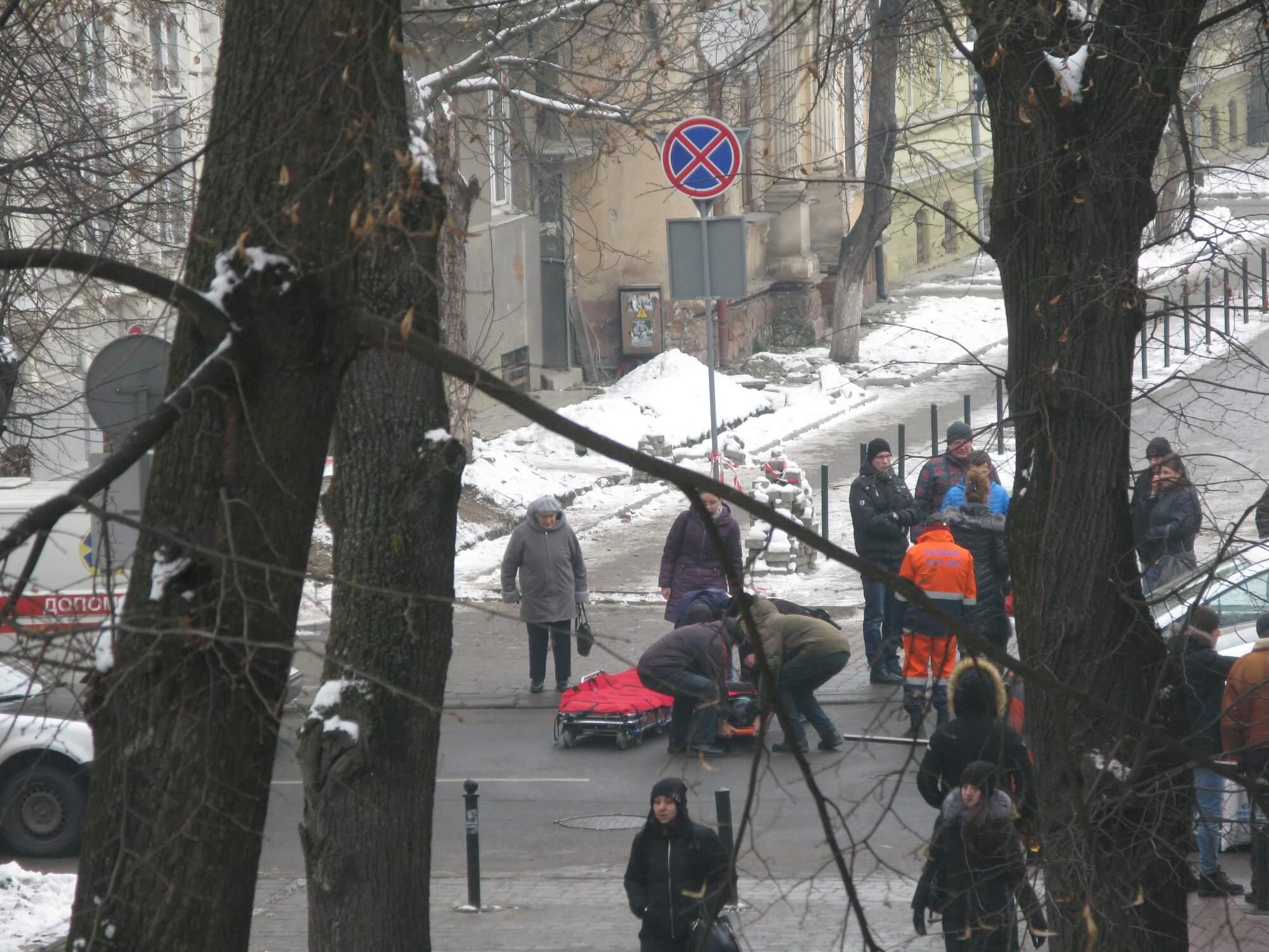 На пішохідному переході по Гординського збили жінку (ФОТО, ОНОВЛЕНО)