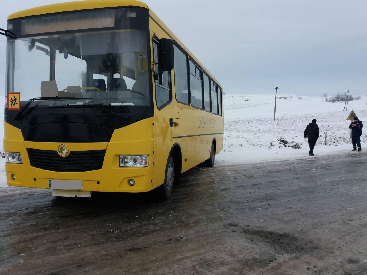 У Тлумацькому районі через ожеледицю автобус з дітьми вилетів з дороги (ФОТОФАКТ)