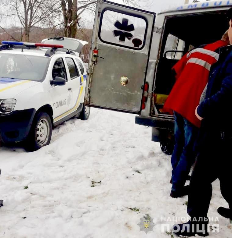 Зняли з петлі: на Косівщині поліціянти врятували самогубця