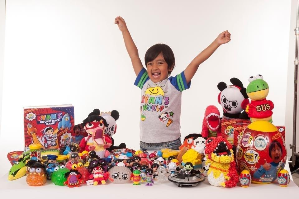 Семирічний хлопчик став найоплачуванішим відеоблогером за рейтингом Forbes