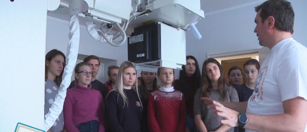 """""""За лаштунками лікарні"""": коломийським школярам показали роботу медустанови (ВІДЕО)"""