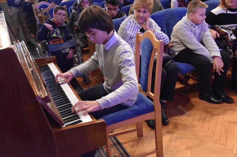 """У Франківську """"особливі"""" дітки показали свою творчість (ФОТО)"""